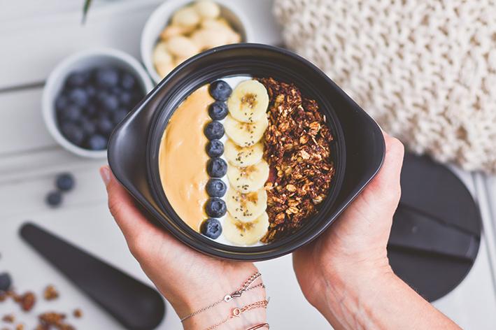 Breakfast bowl granola gourmand
